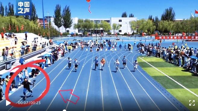 无敌是多么寂寞!这位摄影师带风,大学生运动会摄影师狂奔跑过运动员