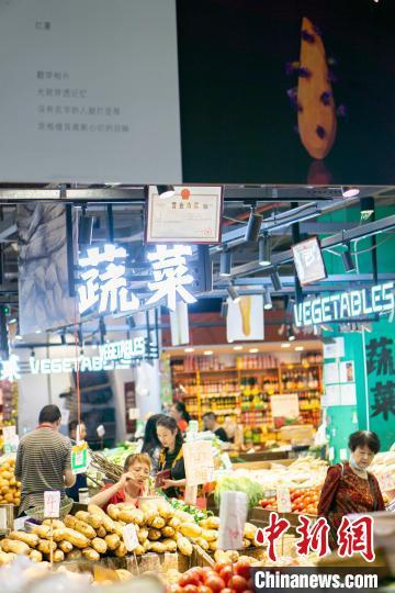 """烟火气中的日常美 重庆老菜市场摊主成艺术展""""主角"""""""