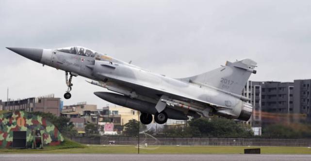 台湾空军驻扎在北部地区的幻影-2000战机 图源:台军
