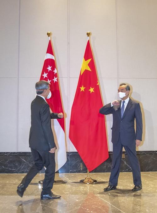 王毅会见新加坡外长维文:共同应对疫情考验和百年变局挑战