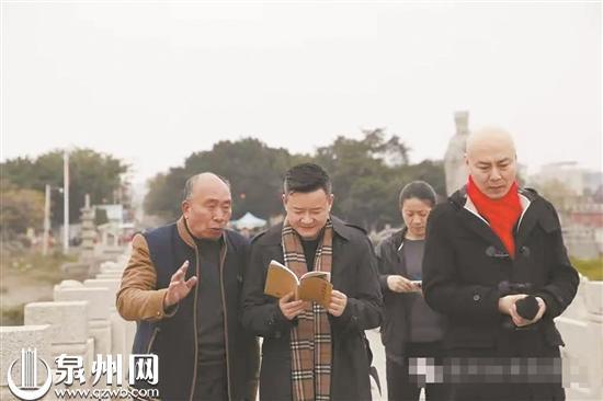 """78岁老人陈德杉长年守护洛阳桥 被称为古桥""""百科全书"""""""