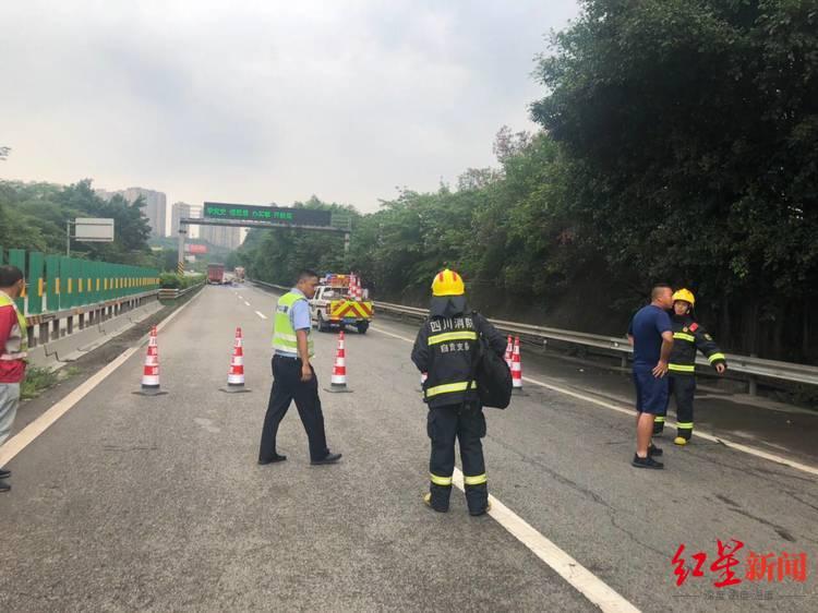 车祸致油罐车漏油 银昆高速自贡北服务区路段请谨慎驾驶或绕行