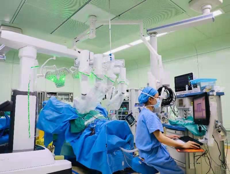 成妇儿妇科团队开展经阴道单孔(V-NOTES)达芬奇机器人手术