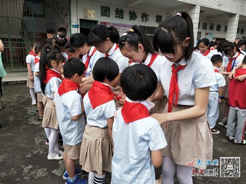 金溪实验小学举行一年级新一批次队员入队仪式(图)