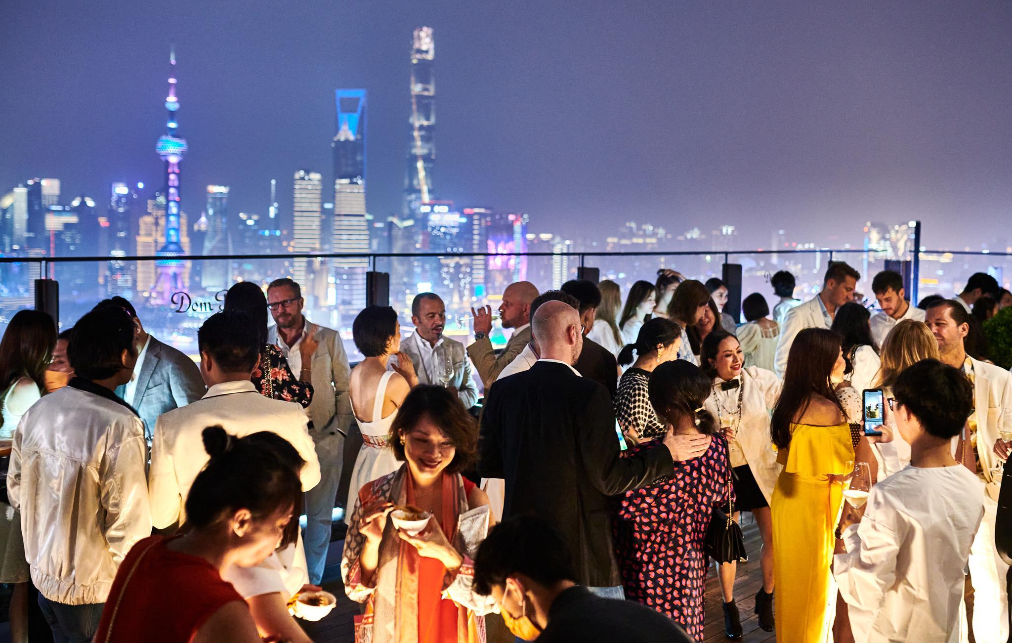 """上海宝格丽酒店呈现""""玩味罗马盛景""""露台派对暨知名音乐人李泉先生成为首位酒店挚友"""
