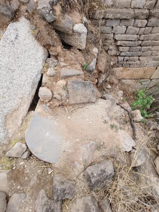 原位置保存十分难得,怀柔长城保护员发现珍贵长城碑刻