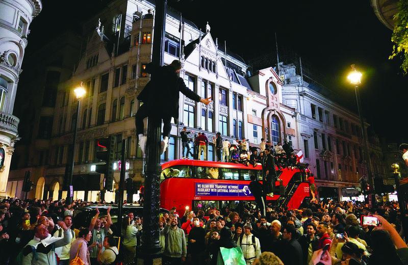 当地时间7月7日,英国伦敦,英格兰球迷庆祝球队晋级2020欧洲杯决赛。图/IC photo