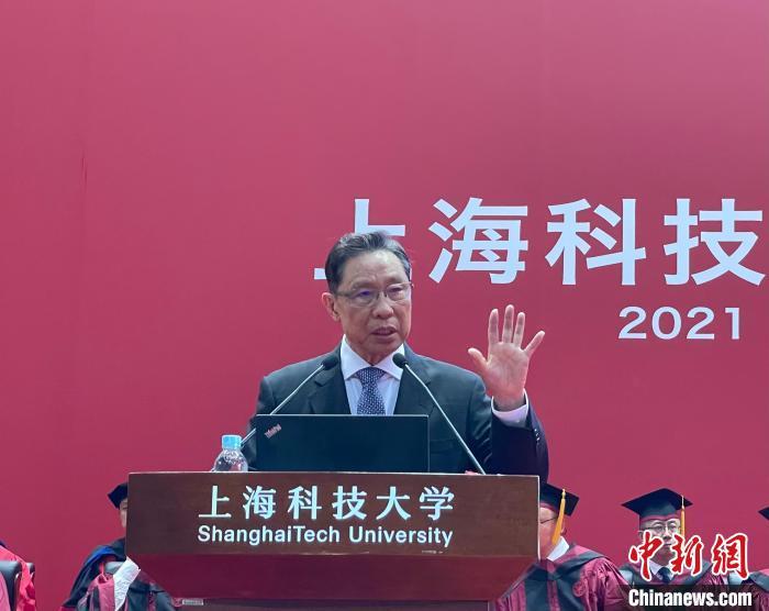 钟南山:放心注射国产疫苗,目前中国有71种疫苗正在研发