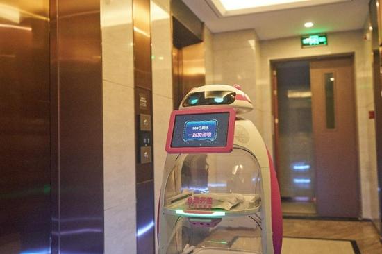 """【高交会IT展】服务机器人在抗""""疫""""防治中大显身手"""