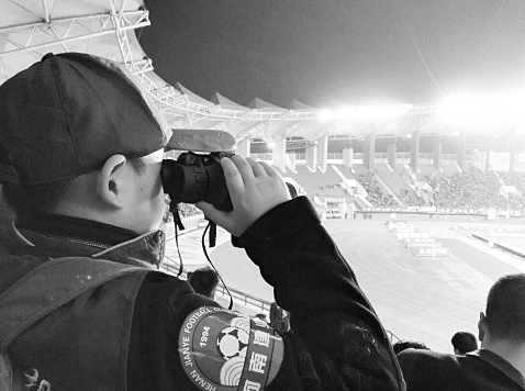 囧哥说事171013:世界杯场地不合格 战斗民族在球场外搭临时看台