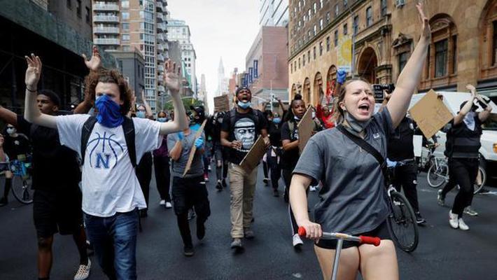 应对示威 纽约市决定实施宵禁