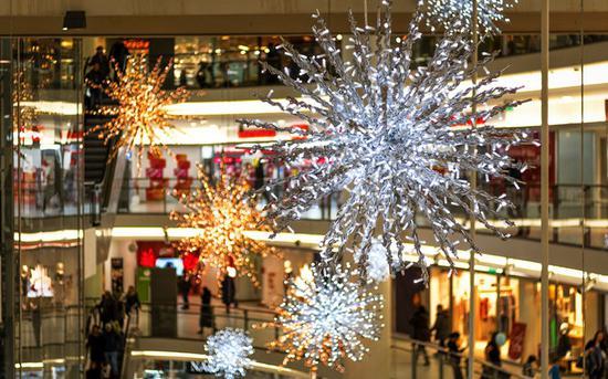 德勤:美节日购物季零售销售料攀升 因为富人更富了