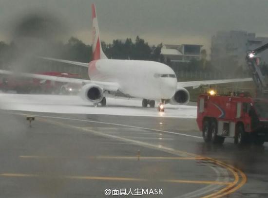福州航空737客機誤被消防噴滅火劑