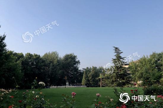 今天早晨,北京天气晴朗。(图/王晓)