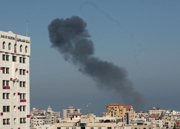 巴以昼夜激战致11人死亡,以色列总理下令继续大规模袭击加沙。(图源:路透社)