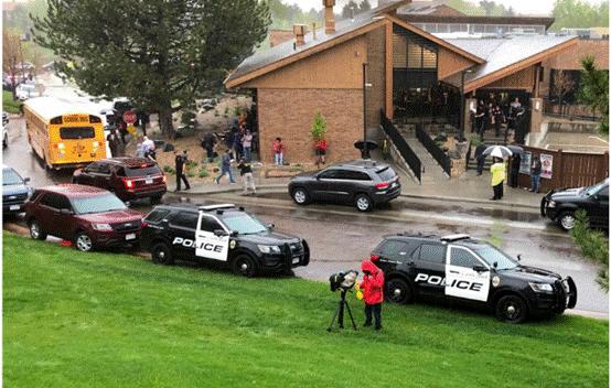 警方在枪击案现场图?图源:AP