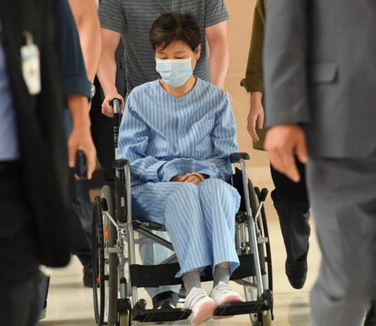 资料图:朴槿惠被送院治疗