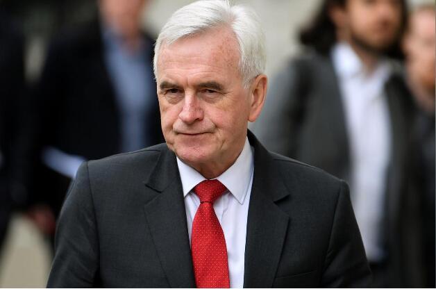 7日,麦克唐纳前往内阁就脱欧进行夸党派协商。(图:路透社)