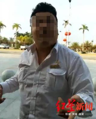 ↑看到邓自立拍摄视频后,裴某璟上前阻拦