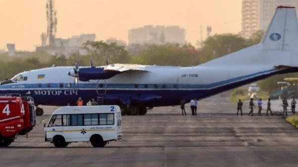 """资料图片:遭到印度空军战机""""乌龙""""拦截的乌克兰安-12货机。(图片来源于网络)"""