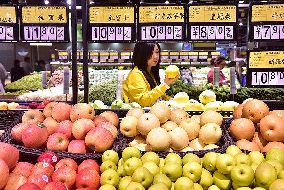 水果价目表_水果价格飙升:以前吃樱桃蓝莓现在挑菜瓜香瓜|苹果_新浪财经