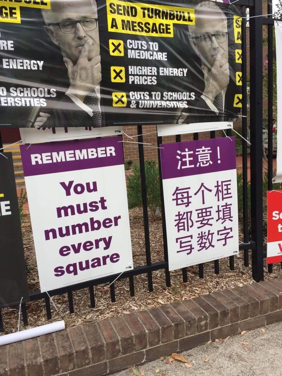 工党此前曾使用过的海报,注意其颜色也是紫色的。(图自推特)