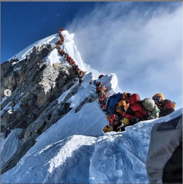 """珠峰拥堵:8000米""""死亡区""""排长队"""