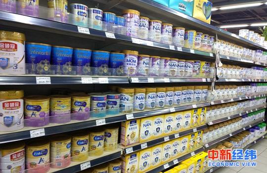 资料图:超市货架上的奶粉 中新经纬熊家丽 摄