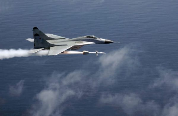 原料图片:德国空军米格-29发射R-27空空导弹。(图片来源于网络)