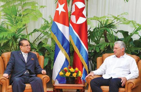 5月23日,古巴领导人接见朝鲜代表团。(古巴《格拉玛报?#32602;? style=