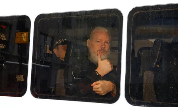 阿桑奇被带离厄瓜多尔驻伦敦大使馆(图:卫报)