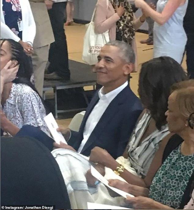 奥巴马夫妇出席小女儿的毕业典礼。(图:每日邮报)