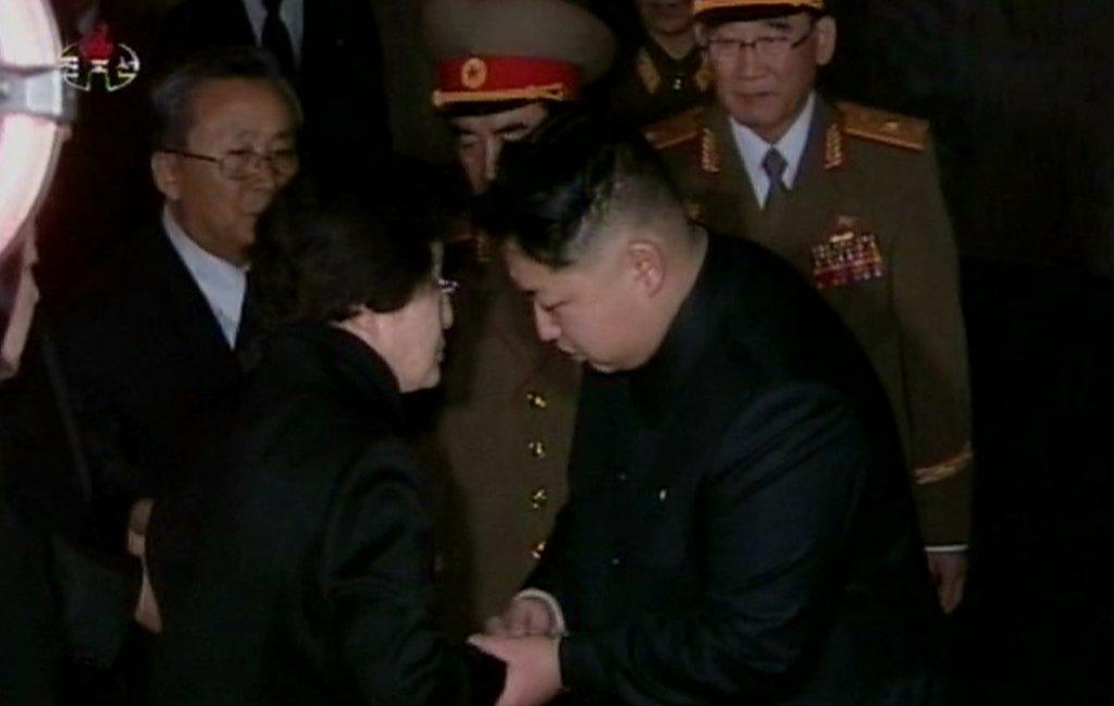李姬镐吊唁金正日,获金正恩接见。(朝鲜中央电视台截图)
