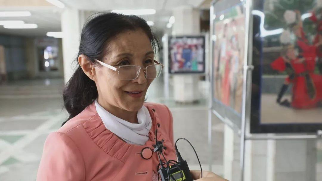 """王纯告诉记者:""""我还想去中国旅行,去丝绸之路的起点西安看一看。""""(新华社记者 王海权 摄)"""