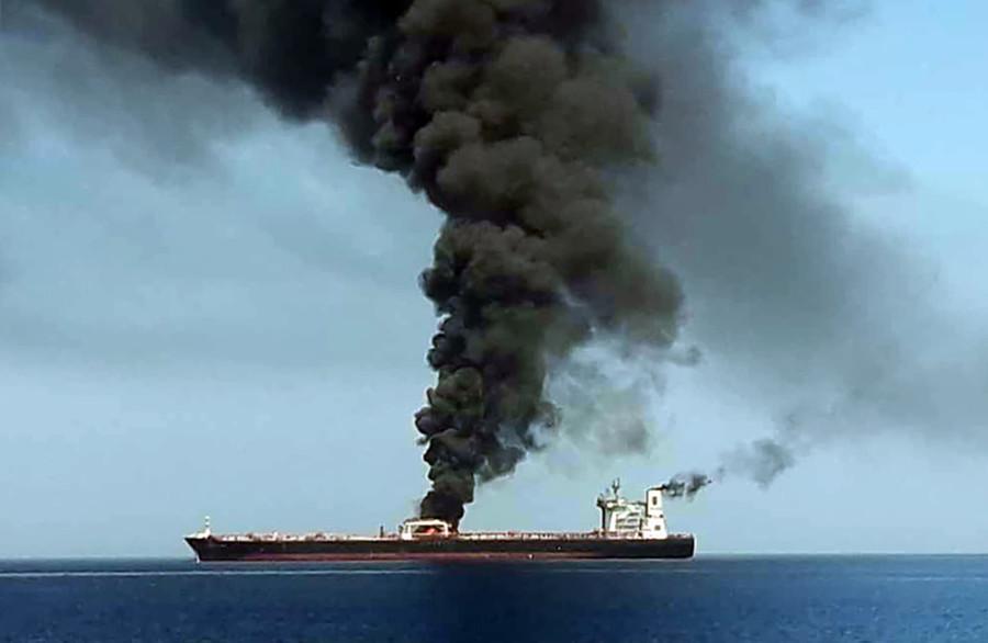 油轮攻击事件现场图(图源:法新社)