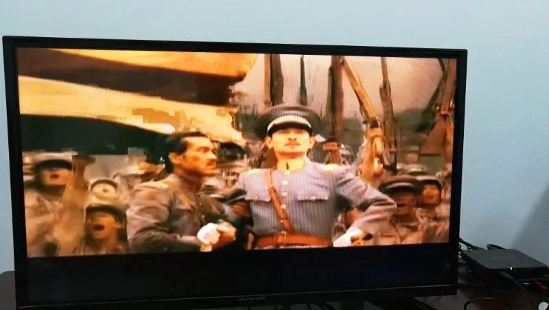 6月19日晚8点左右,朝鲜中央电视台在黄金时段播放配以朝鲜语字幕的中国电影《建党伟业》。新华社记者程大雨摄