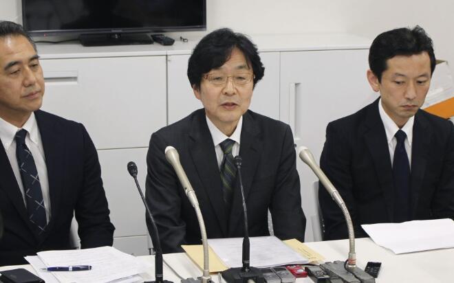 """日本""""7-11""""公司社长出席新闻发布会。(图:共同社)"""