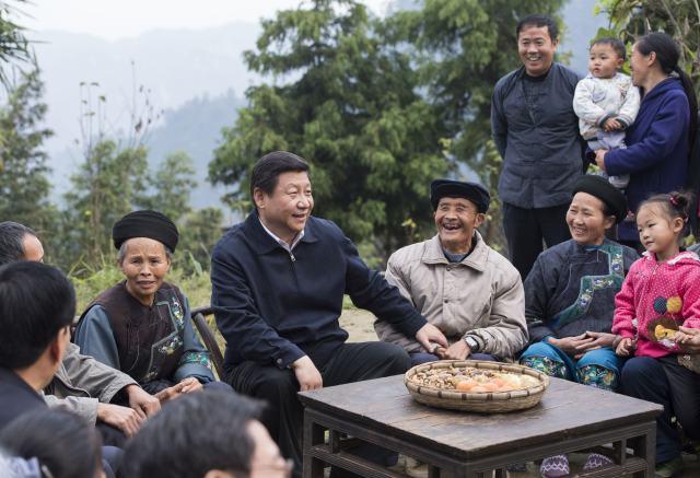 2013年11月3日,習近平在十八洞村同村干部和村民座談