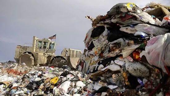 全球生活垃圾的最大制造者是美��人。如果按人均�}�算,美��人�a生�的垃圾是全球平均�档娜�倍。