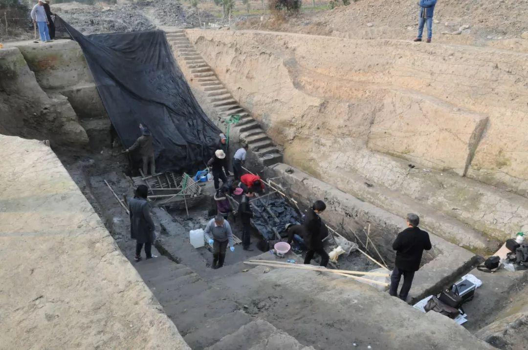 2013年12月5日,新发现的栈桥码头考古遗迹发掘现场。(图片由杭州良渚遗址管理区管理委员会提供)