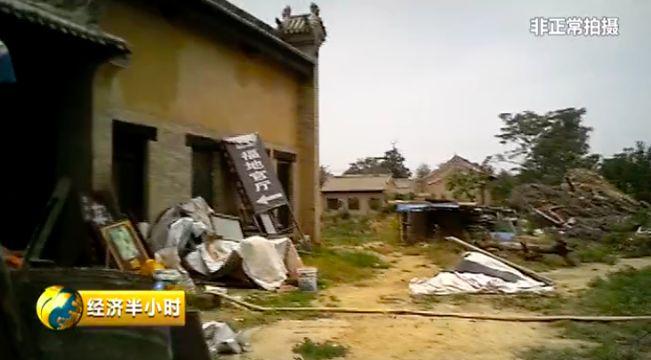 景区里散落的建筑垃圾