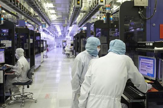 韩国SK海力士的半导体生产车间