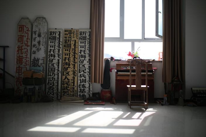 巴哈提别克·加斯木汗的收藏室。范凌志摄