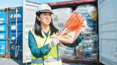 马西亚敦促发达国家停止输出垃圾废品。  张纹综摄(新华社发)
