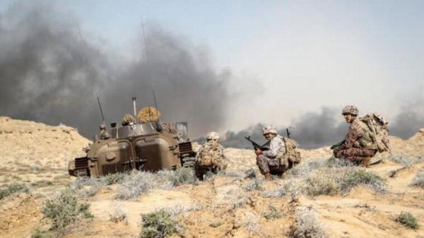 资料图片:参战的伊朗革命卫队步战车及步兵。(图片来源于网络)