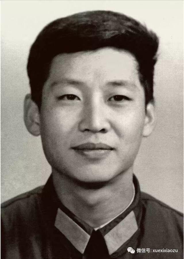 1979年,在中央军委办公厅工作时的习近平。