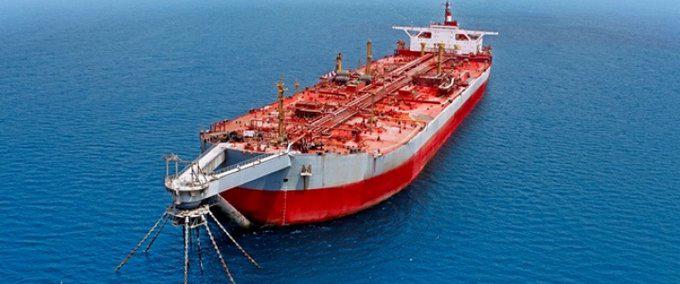 也门海岸邻近一艘油轮将要爆炸 图源:推特