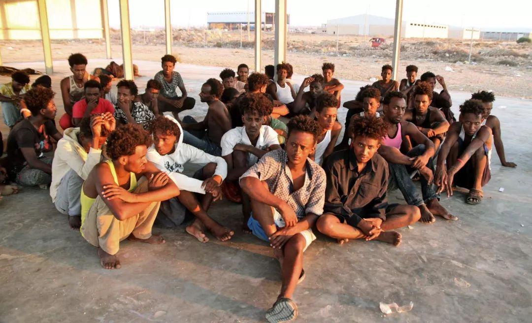 这是2019年7月26日在利比亚科马斯拍摄的得救不法移民。新华网/法新
