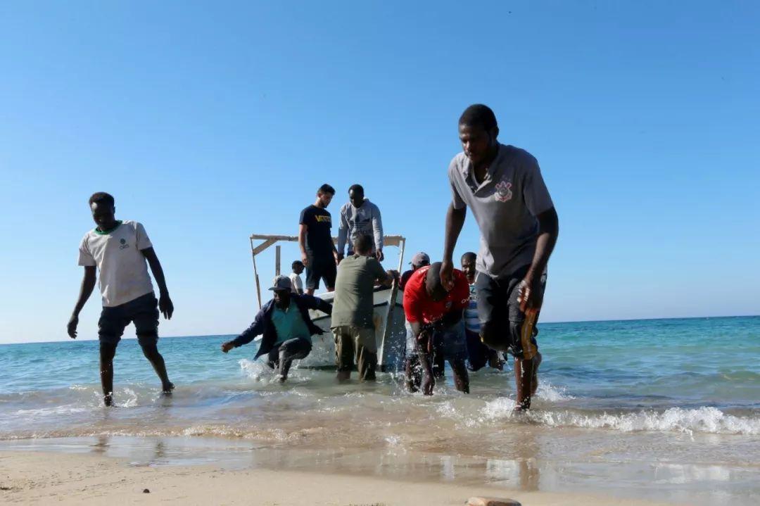 这是2019年7月26日在利比亚都城的黎波里拍摄的得救不法移民。新华网/路透