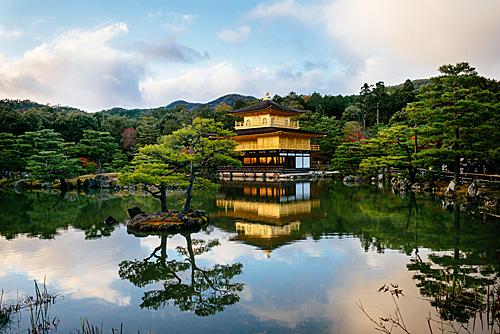 資料圖片:在日本京都拍攝的金閣寺(新華社)